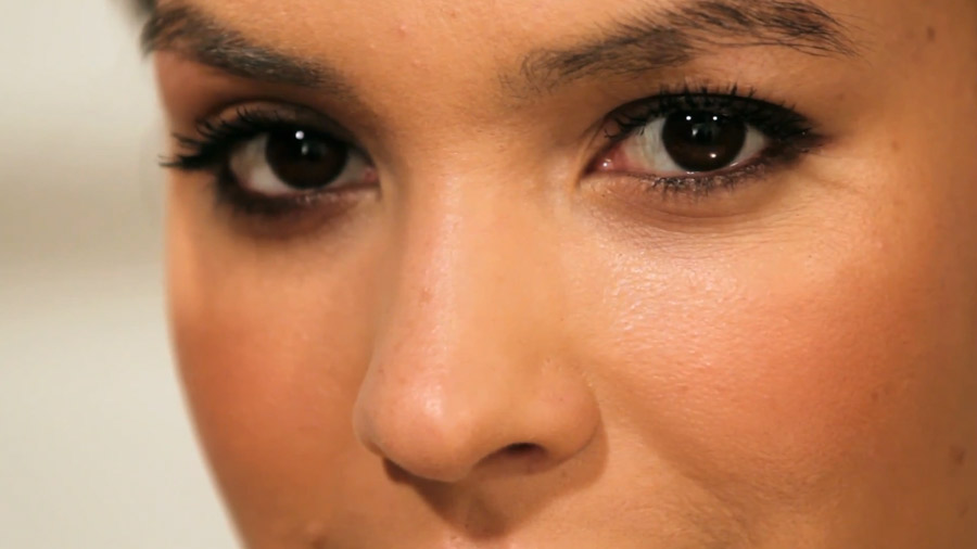 How to apply pencil eyeliner on small eyes