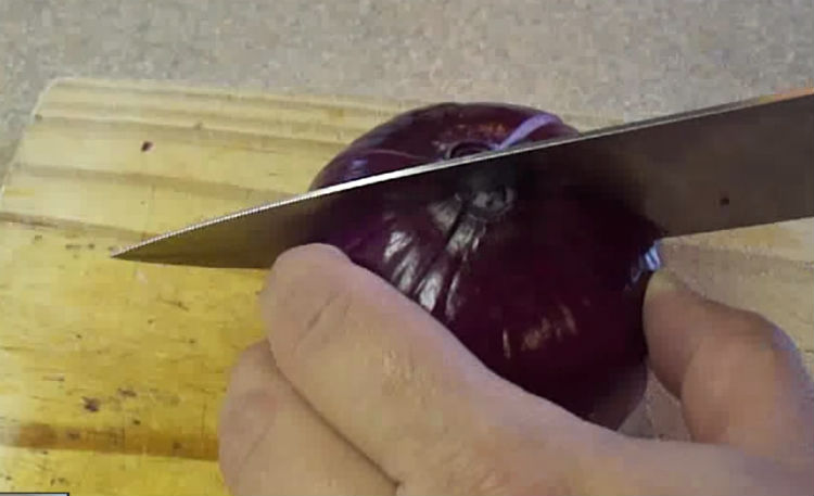 Cut an X Into One Red Onion and Put it in The Oven. You Will Get Something Incredible!