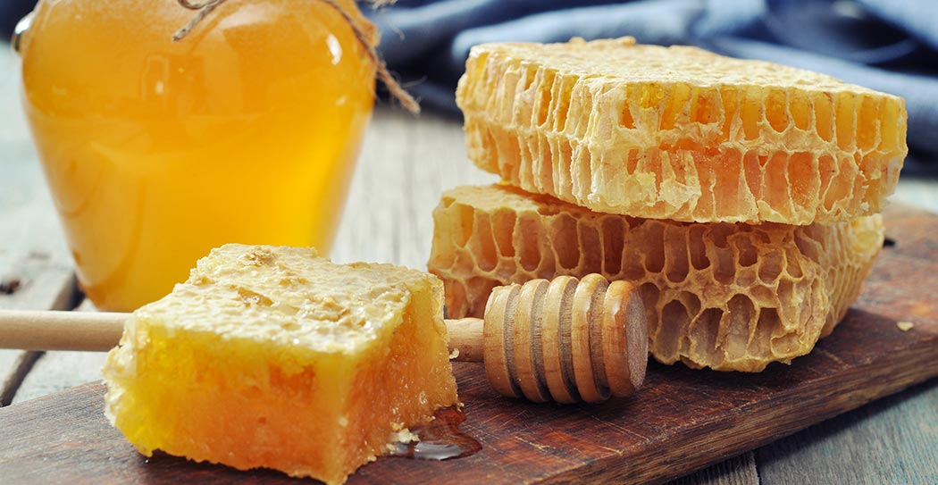 8 Wonderful Health Benefits and Uses of Honey for Skin And Hair