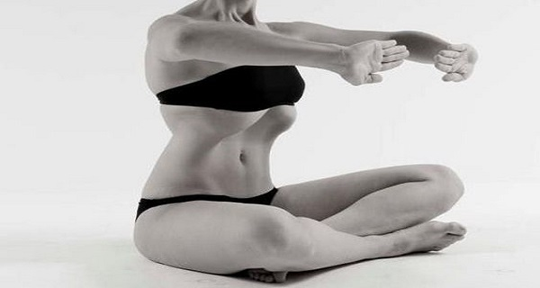 this-stomach-vacuum-exercise-is-the-easiest-way-to-get-a-thinner-waist-and-flat-abs